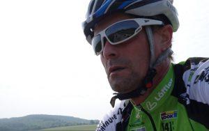 Radfahren ist hinfallen und wieder aufstehen. Zitat: Walter Godefroot.